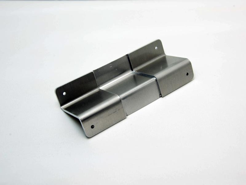 板厚の違う板を溶接したテーラードブランクからの曲げ加工