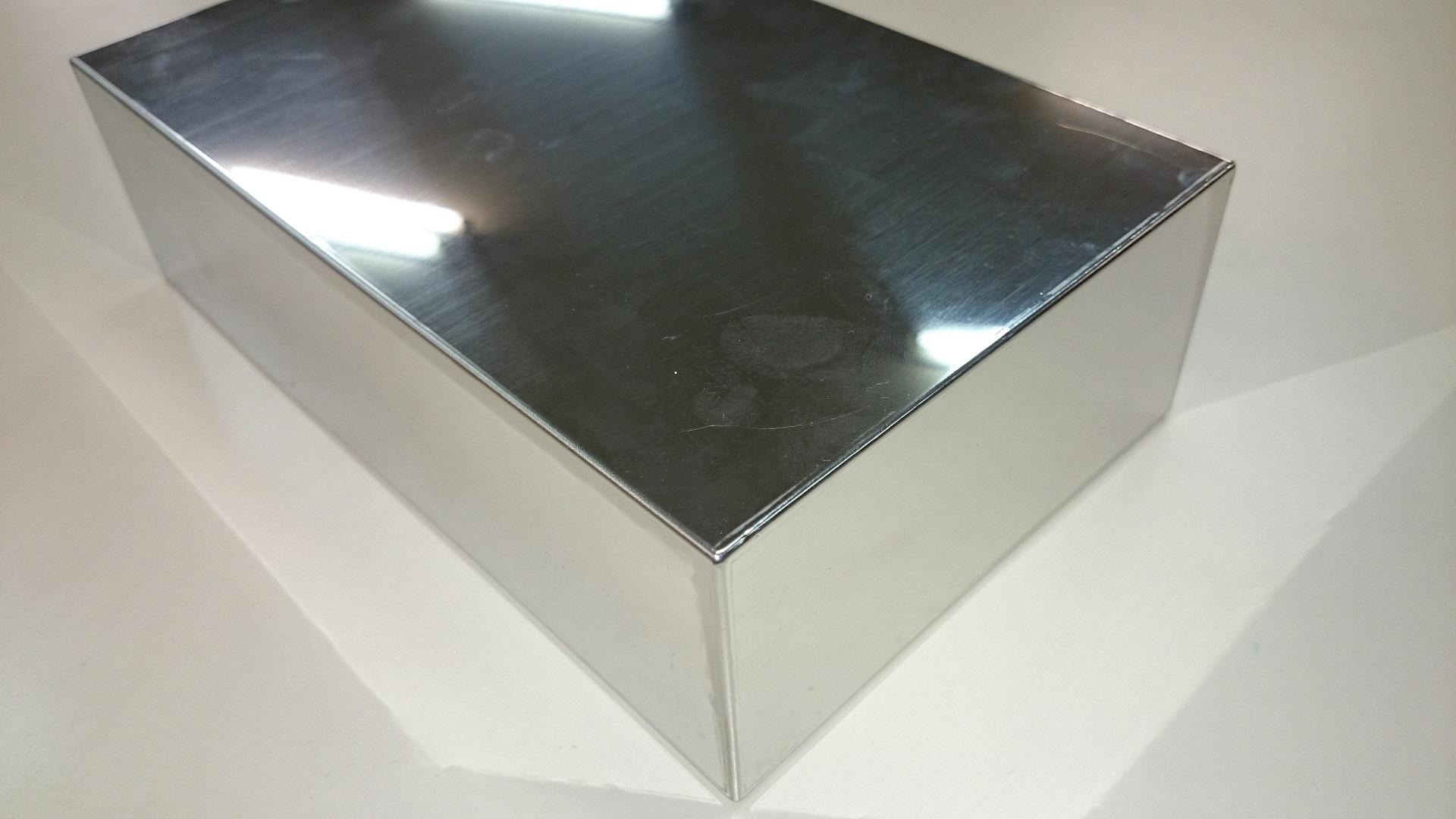 どこを溶接したかがわからないファイバレーザを用いたステンレス精密板金溶接