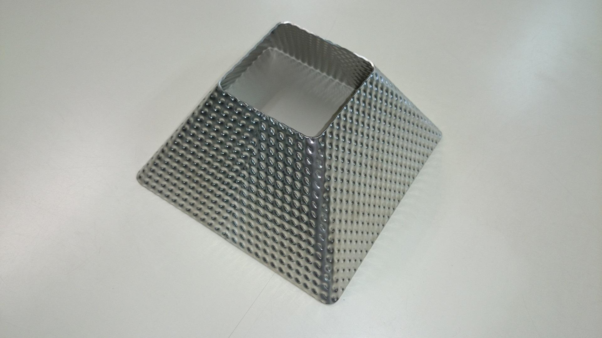 エンボス鋼板を使った食品計測機器向けホッパーの加工