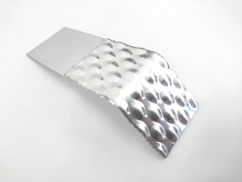 ステンレスのエンボス鋼板を積層したテーラードブランク材料の曲げ加工